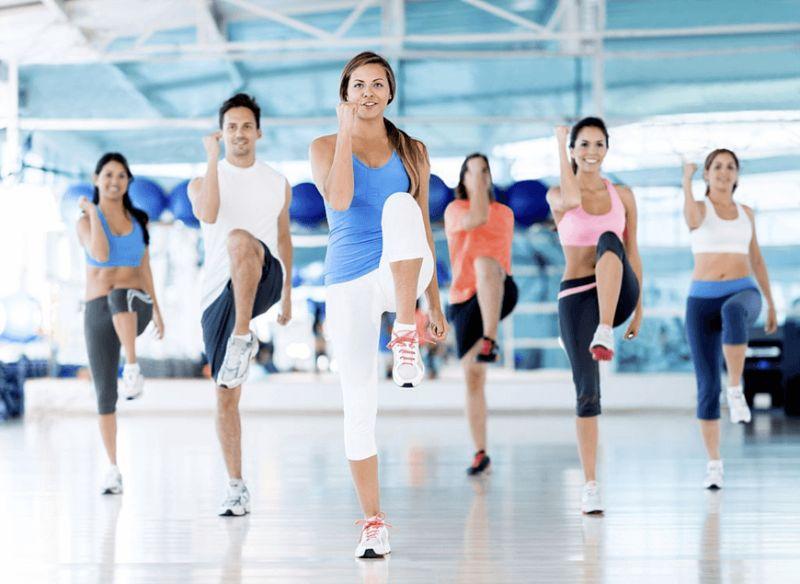 Chạy bộ tại chỗ là một bài tập aerobic giật bụng cơ bản