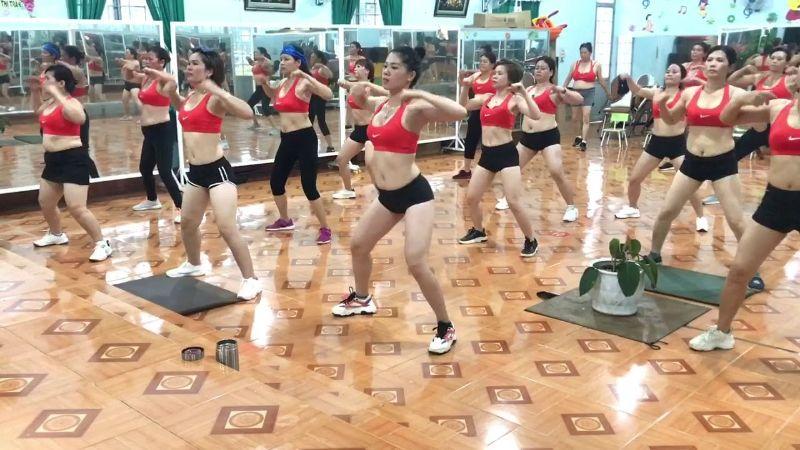Bài tập aerobic giật bụng đồng thời hóp mỡ