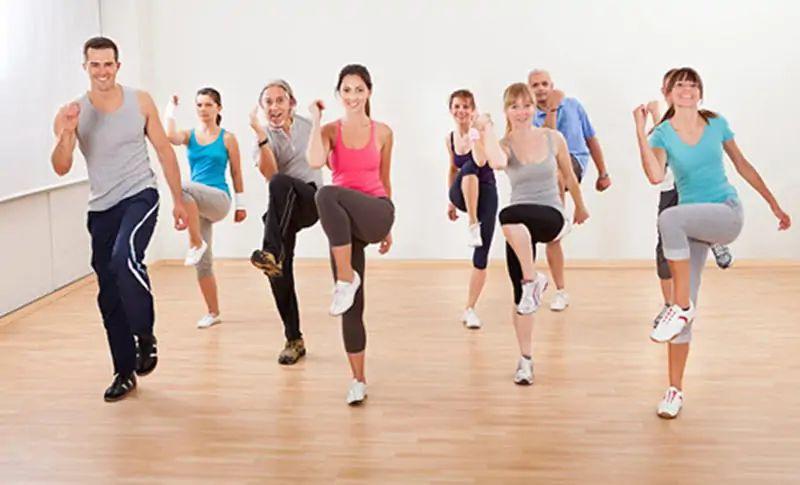 Bài tập aerobic giật bụng - Thể dục nhịp điệu đá gối