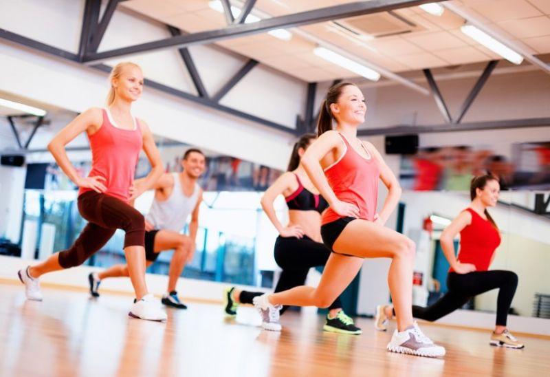 Ngồi xổm bật nhảy - bài tập aerobic giật bụng