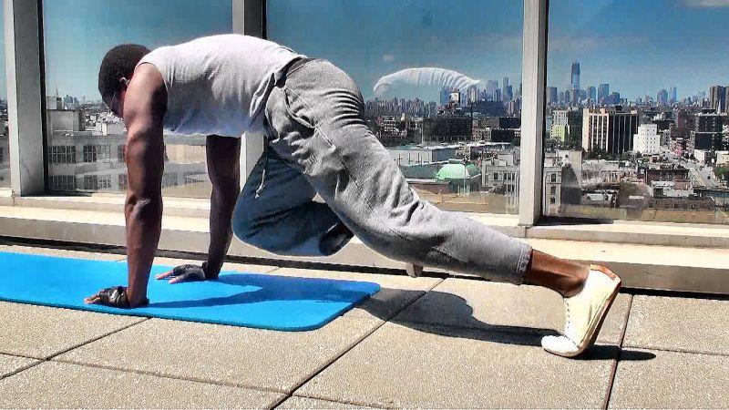 Bài tập giảm mỡ bụng nhanh nhất (Plank leo núi)