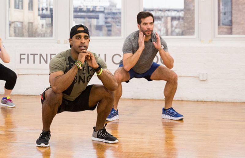 Bài tập thể dục giảm cân buổi sáng (Squat)