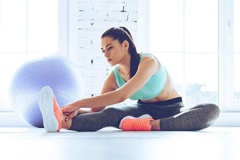 Tư thế kéo căng chân sẽ giúp bạn giảm những cơn đau vô cùng hiệu quả