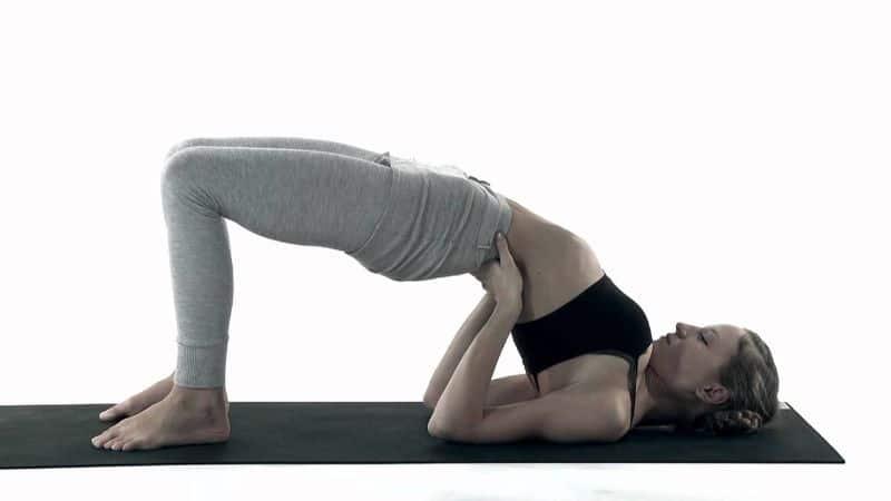 Bài tập với tư thế cây cầu có khả năng giúp tăng sự linh hoạt cho cột sống