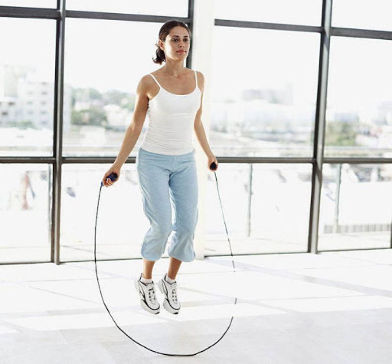 Nhảy dây là bộ môn thể thao thích hợp với những chị em thường xuyên bận rộn