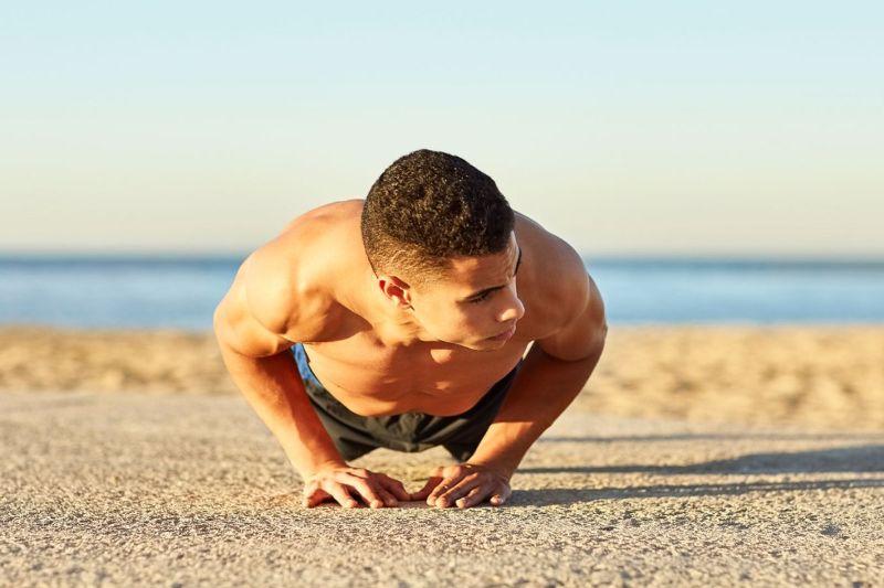 Bài tập giảm mỡ bụng nam hít đất cực kỳ đơn giản