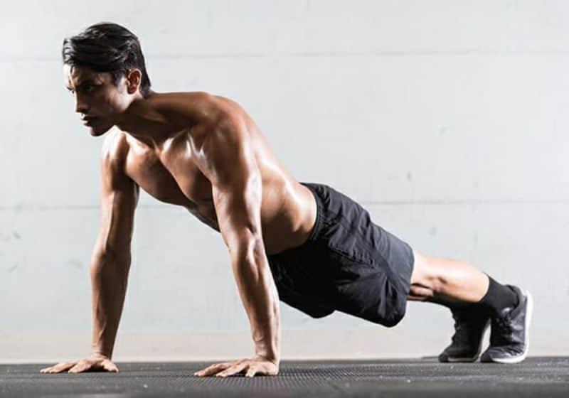 Bài tập giảm mỡ bụng cho nam bằng động tác chống đẩy