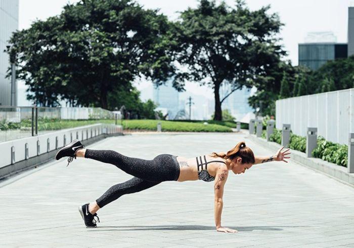 Bài tập 7: Plank 1 tay, 1 chân giảm mỡ bụng dưới
