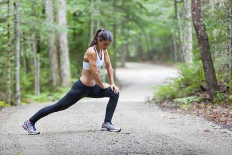 Ép dọc là bài khởi động giúp cho phần chân được giãn cơ một cách tốt nhất