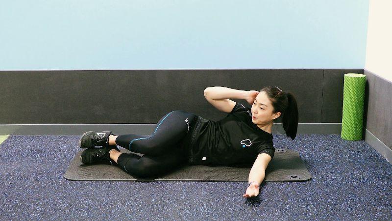 Bài tập tăng cường cơ mông Side Crunch