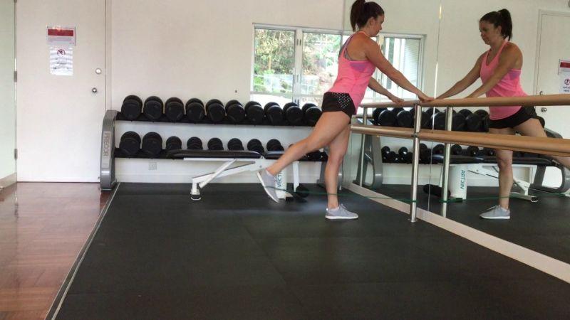 Standing Straight Leg Kick Backs sẽ kích thích cơ mông hình thành