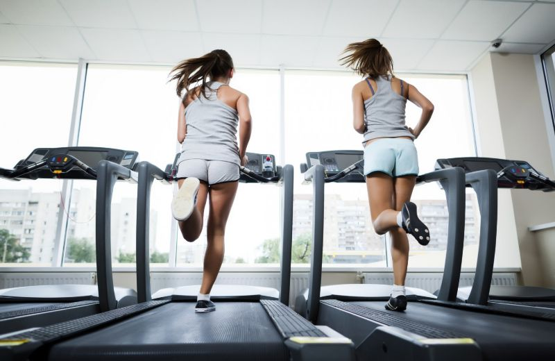 Bài tập cardio bằng máy chạy bộ