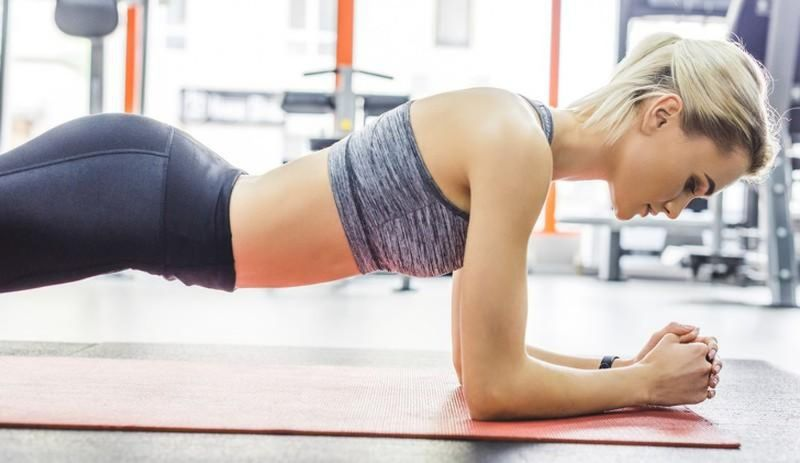 Bất cứ ai cũng có thể luyện tập Plank lên xuống được mà không quá khó khăn