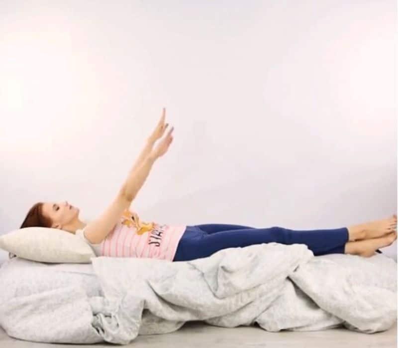Đan tay - Bài tập thư giãn hoàn hảo dành cho cột sống