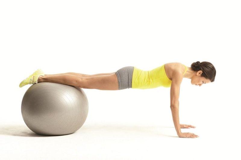 Bài tập 11: Bài tập thể dục tại nhà với trái bóng Ball twist