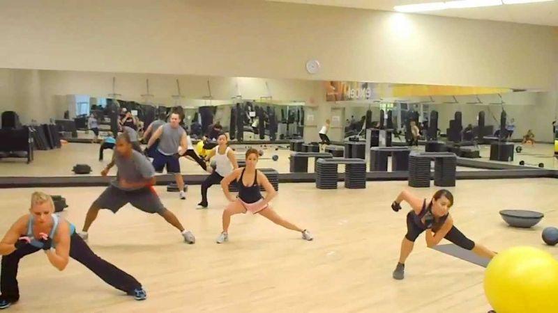 Bài tập 7: Bài tập giảm cân toàn thân Side to Side Jumping Lunges