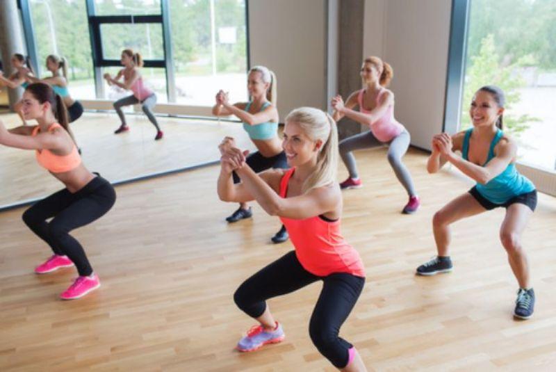 Bài tập bật nhảy sẽ khiến cho tất cả các cơ, nhất là vai, bụng, đùi, phải vận động một cách mạnh mẽ
