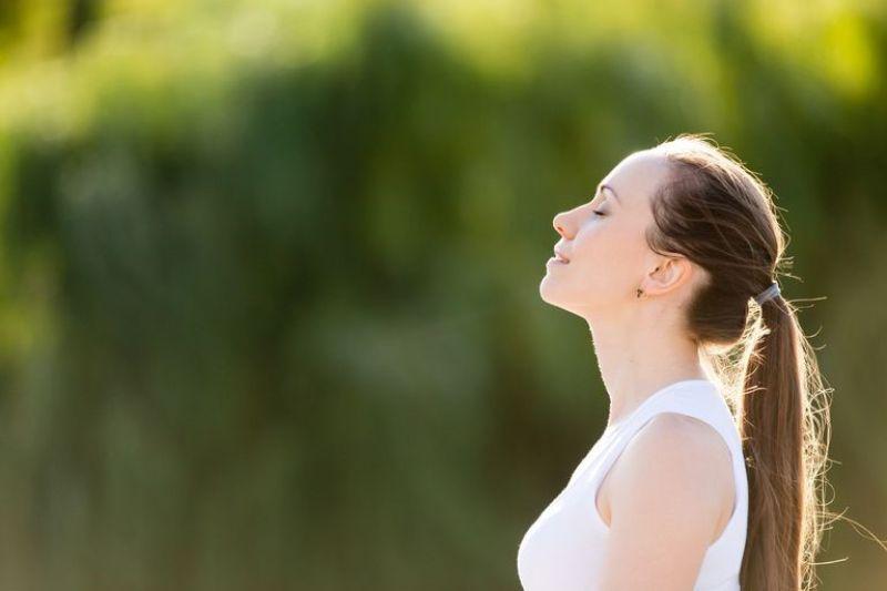 Bài tập hít thở sâu có tác dụng làm sạch phổi và mang đến cảm giác thư giãn
