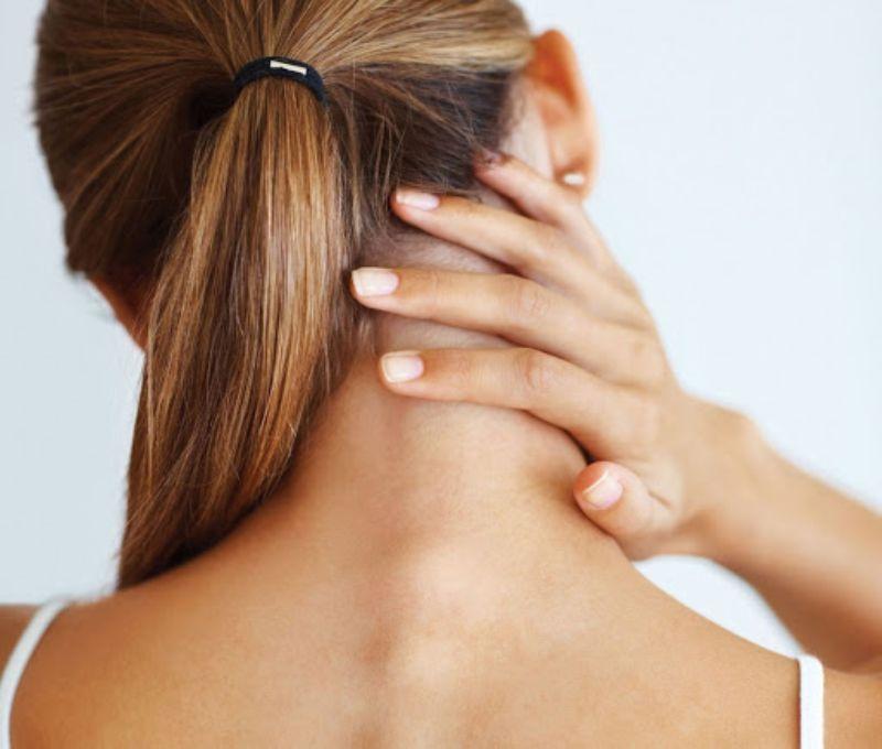 Việc thả lỏng cơ cổ rất quan trọng với những người bị bệnh đốt sống cổ