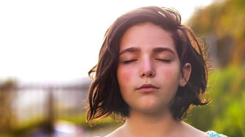 Bài tập nhắm mắt đơn giản và dễ thực hiện