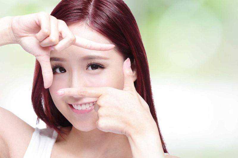Nhìn tập trung là một trong những bài tập về mắt được áp dụng phổ biến