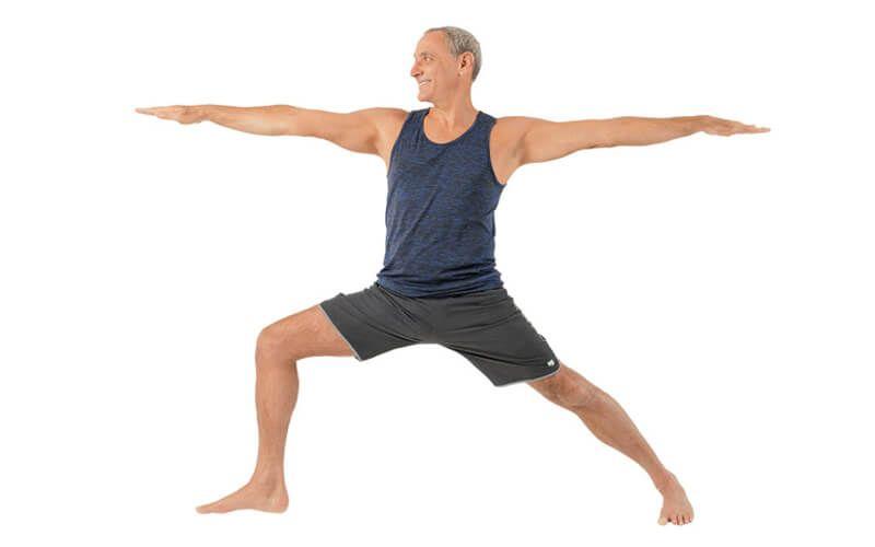 Tư thế chiến binh II sẽ giúp cải thiện mật độ xương cho người già