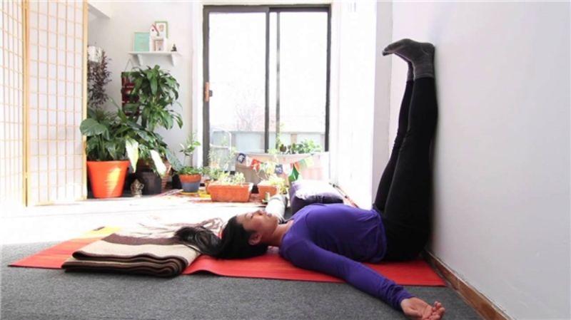 Bài tập đưa chân lên tường có tác dụng làm thư giãn các cơ