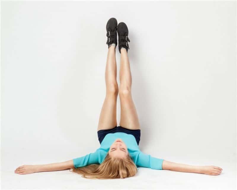 Bài tập đặt chân lên tường có khả năng xoa dịu phần lưng dưới
