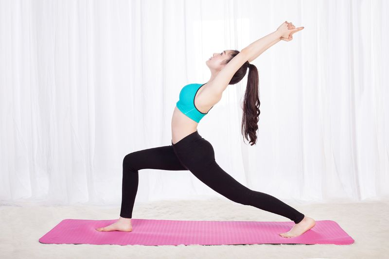 Bài tập yoga chiến binh 1 rất dễ thực hiện
