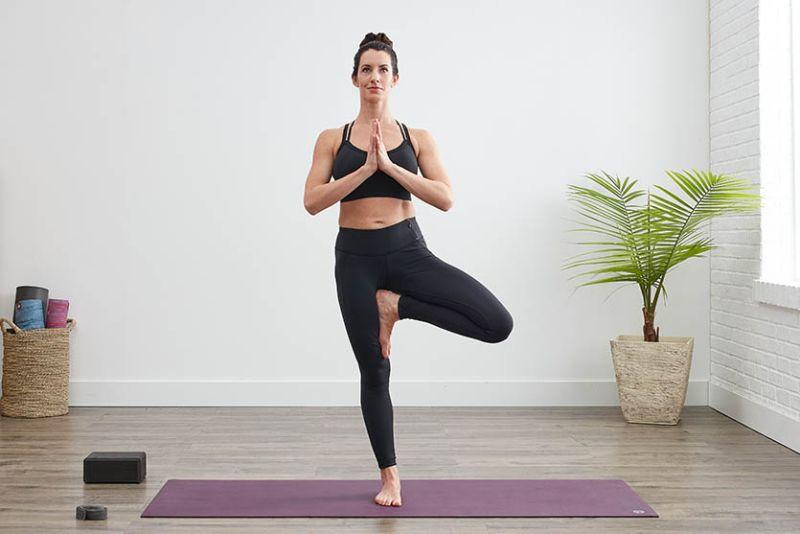 Bài tập yoga giảm cân theo tư thế cái cây