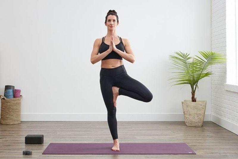 Tư thế cái cây không chỉ cải thiện được vóc dáng và còn giúp bạn học cách thăng bằng cơ thể