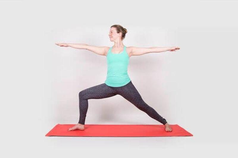 Với những người mới học yoga thì tư thế chiến binh 2 vô cùng đơn giản