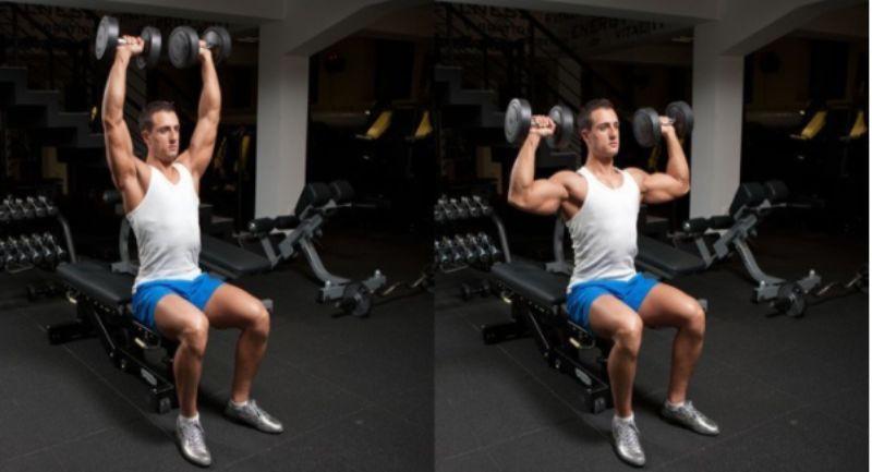 Đầu gối mở rộng hơn sao cho cơ thể ổn định và thăng bằng khi ngồi đẩy tạ