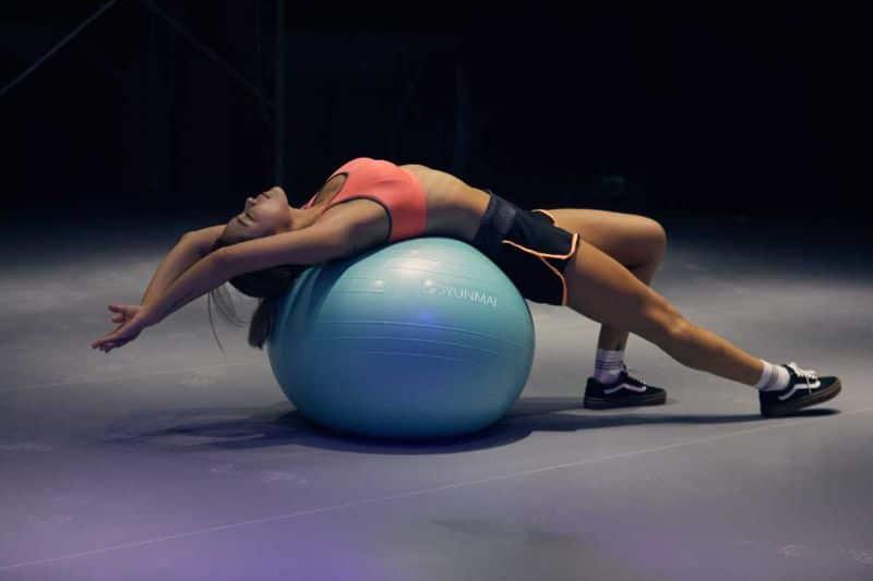 Tập bụng với động tác Stability Ball Crunch mang đến hiệu quả cao khi tiến hành tập gym