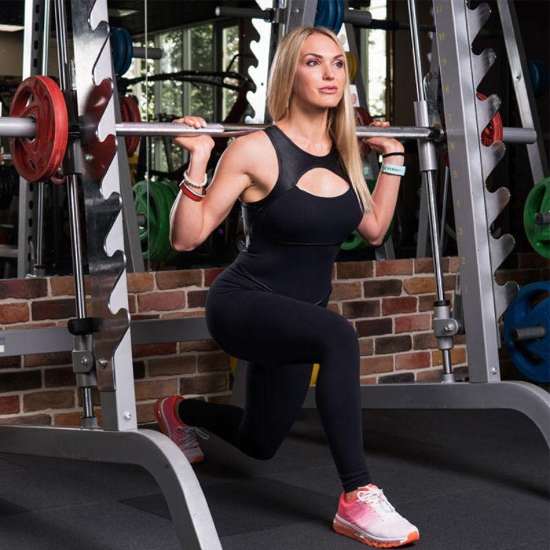 Smith Machine Lunge là bài tập giảm mỡ phần mông đùi