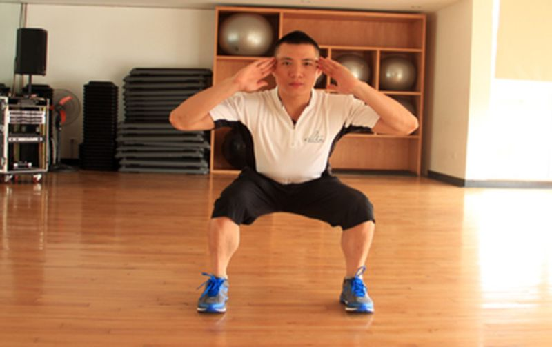 Bạn sẽ có thân hình cân đối, tăng cường hiệu quả giảm cân nếu thực hiện Jump Squat kiên trì