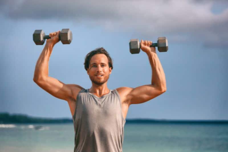 Nếu bạn muốn cơ vai, ngực và tay săn chắc thì nên áp dụng bài tập đứng đẩy tạ đôi