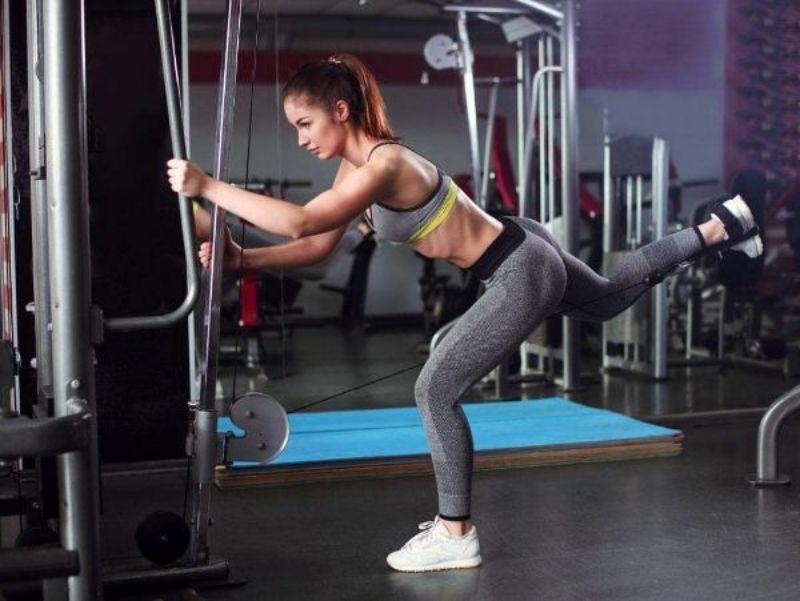 Bài tập Single Leg Cable Kickback được nhiều gymer nữ áp dụng