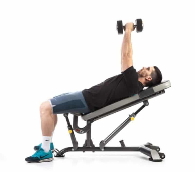 Bài tập đẩy tạ 1 tay có thể tạo hình cho cơ ngực và cơ bụng một cách tối ưu