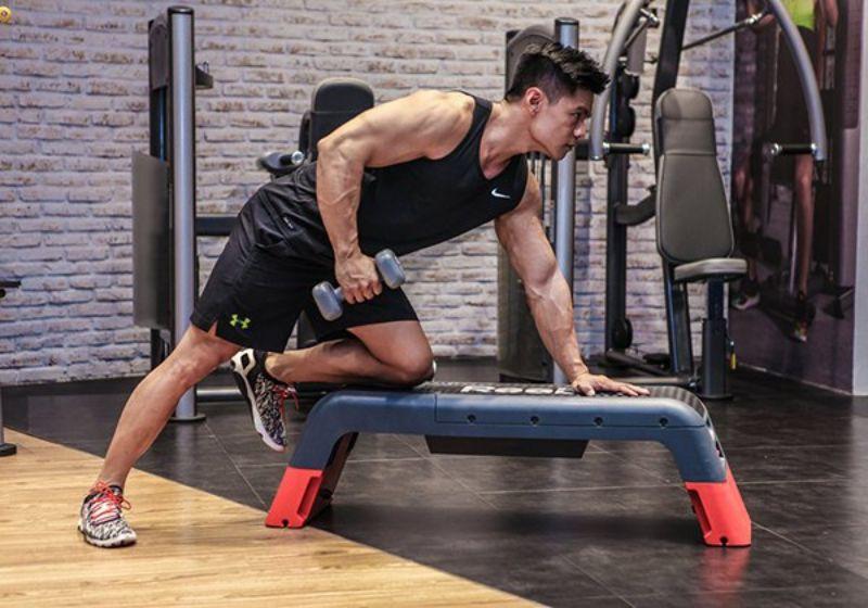Đẩy tạ về phía sau - Bài tập bắp tay sau hiệu quả cao
