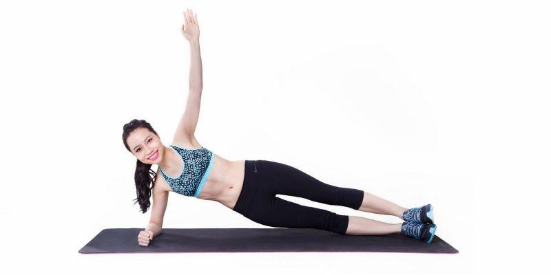 Những sợi cơ dọc theo hông sẽ trở nên linh hoạt và rắn chắc hơn khi thường xuyên tập luyện Plank một bên