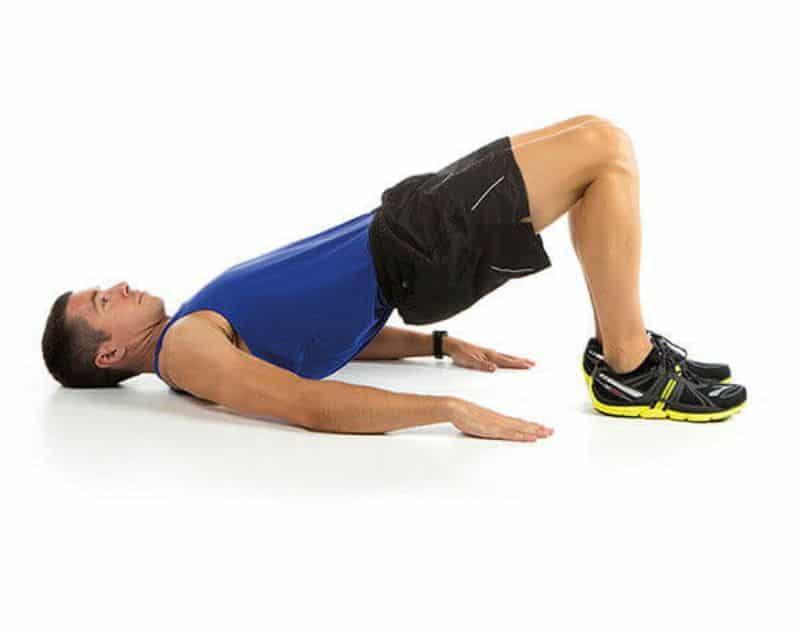 Nâng hông cũng là một trong những bài tập giúp cho vòng hai trở nên thon gọn và săn chắc hơn
