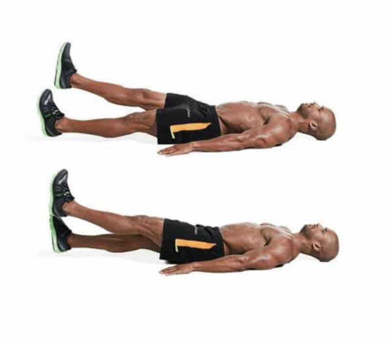 Đá chân cái kéo là bài tập giúp cơ bụng tăng cường sức mạnh và căng cứng hơn