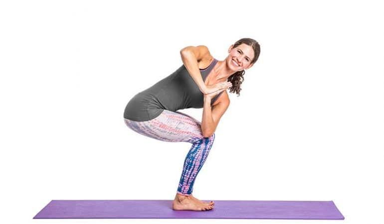 Tư thế cái ghế quay người trong Yoga
